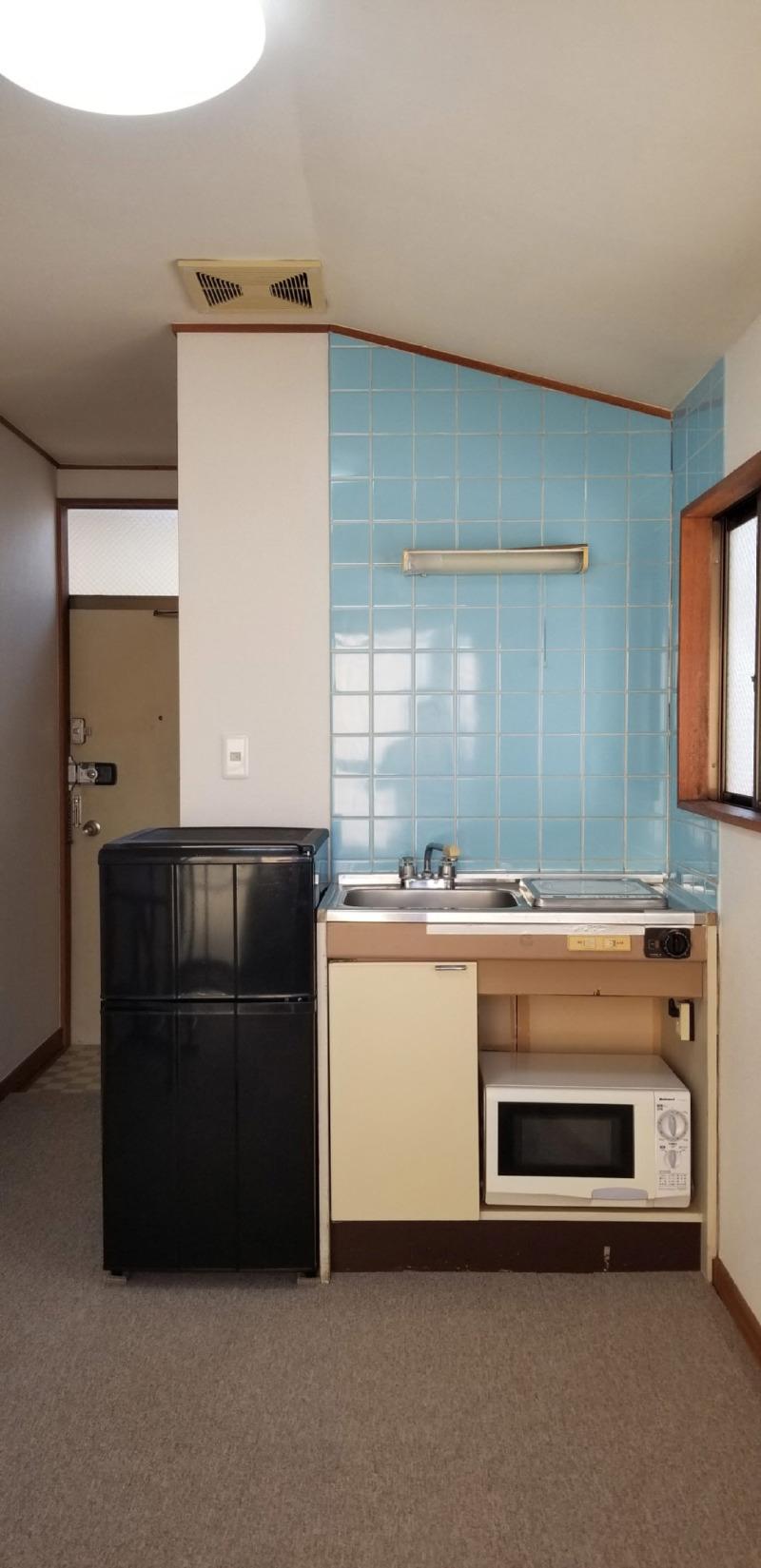 S206 キッチン&入り口.jpg